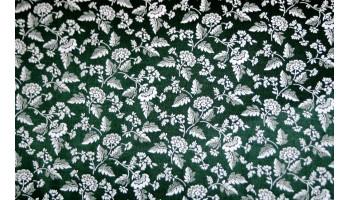 10cm Dirndlstoff (Trachtensatin aus EU-Produktion) Weiße Blumen auf Dunkelgrün  (Grundpreis 18,00/m)