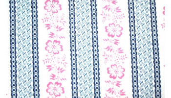 10cm Dirndlstoff (bedruckt in der EU) Blumenstreif ROSA-BLAU-WEISS  (Grundpreis 32,00/m)